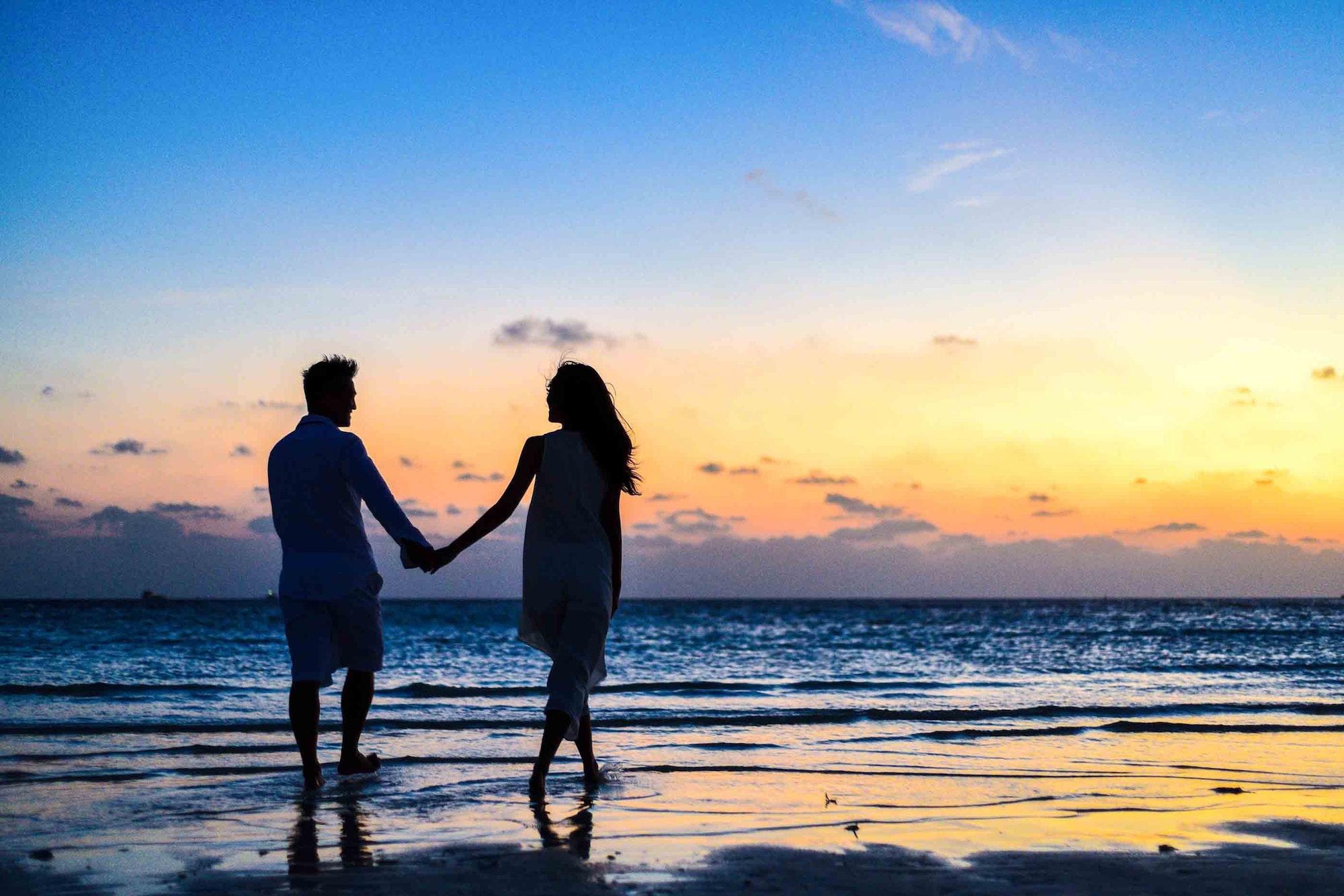 Les destinations les plus prisées - Couple sur une plage